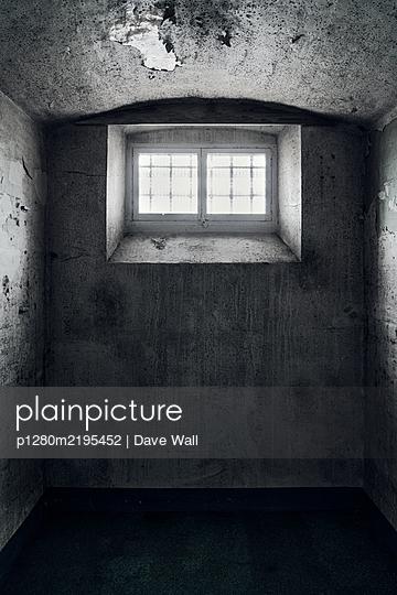 Leere Gefängniszelle - p1280m2195452 von Dave Wall