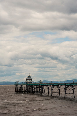 Clevedon pier - p1047m1215468 by Sally Mundy