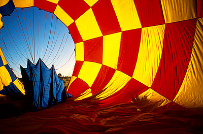 Hot Air balloon landing - p1125m1108626 by jonlove