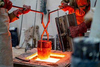 Madrid Spain, Lost wax bronze casting - p300m2286925 von Oscar Carrascosa Martinez