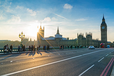 Pedestrians on Westminster Bridge with Houses of Parliament and Big Ben at sunset, London, England, United Kingdom, Europe - p871m1221541 by Fraser Hall