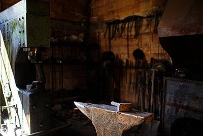 Hammer on anvil in blacksmith's shop - p300m2281499 by Antonio Ovejero Diaz