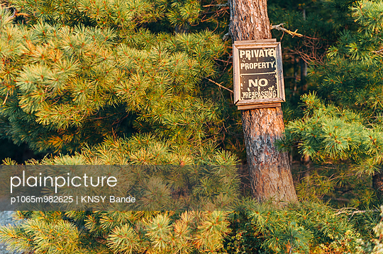 Private Proverty - p1065m982625 by KNSY Bande