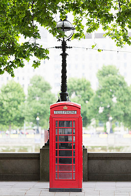 Traditional red telephone box on Embankment - p429m897051 by Alex Holland