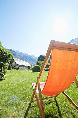 Liegestuhl in den Bergen - p464m1550421 von Elektrons 08