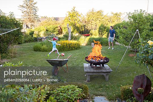 Gartenspaß - p454m2293084 von Lubitz + Dorner