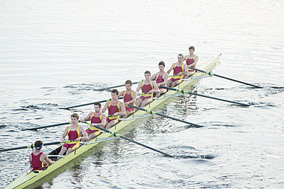 Rowing team rowing scull on lake - p1023m923681f by Chris Ryan