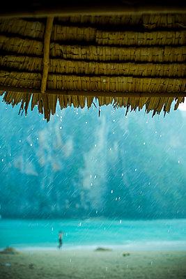 Regenwetter am Meer - p680m1511539 von Stella Mai