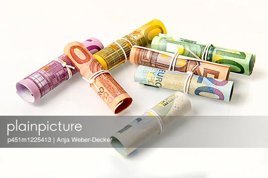 Geldscheinrollen - p451m1225413 von Anja Weber-Decker