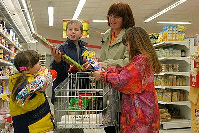 Shopping trolley - p0210541d by Siegfried Kuttig