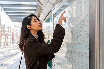 Barcelona, Spain. Young woman commuting. University, student, working, job, commute, indian woman, indian, hindu, publict transport, city, cosmopolitan, susteintable - p300m2166182 von VITTA GALLERY
