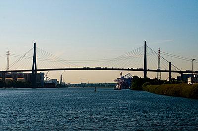 Köhlbrandbrücke - p324m1026481 von Bildagentur Hamburg