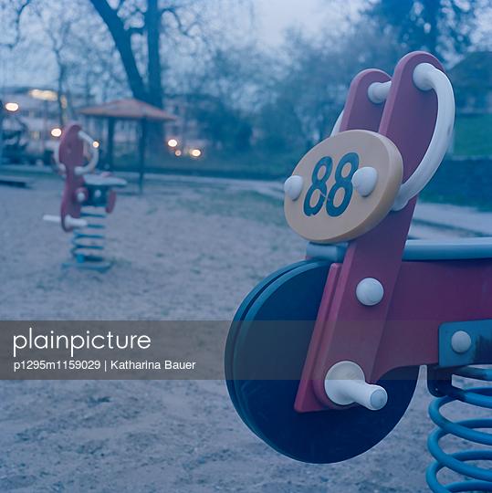 Spielplatz - p1295m1159029 von Katharina Bauer