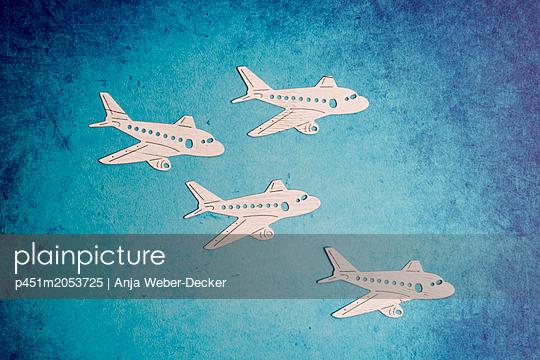 p451m2053725 by Anja Weber-Decker