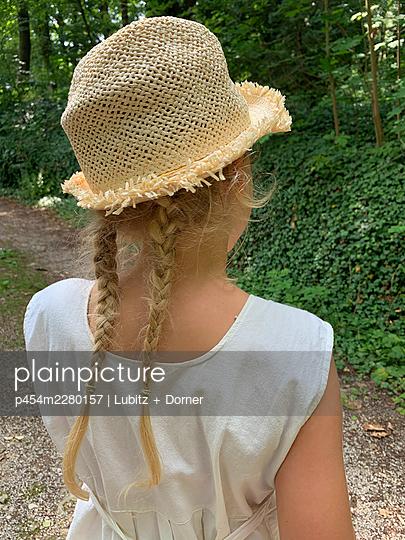 Summer outside - p454m2280157 by Lubitz + Dorner