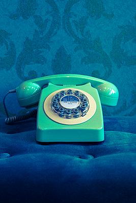 türkises Wählscheibentelefon - p045m1528540 von Jasmin Sander