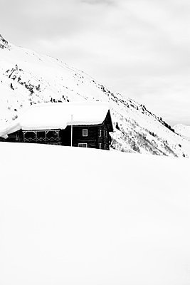 Ski Lodge - p2480645 by BY