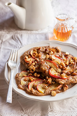 Plate of gluten free buckwheat pancakes with banana, apple and nuts - p300m2155908 by Eva Gruendemann