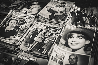 Vintage magazines - p1150m1194423 by Elise Ortiou Campion