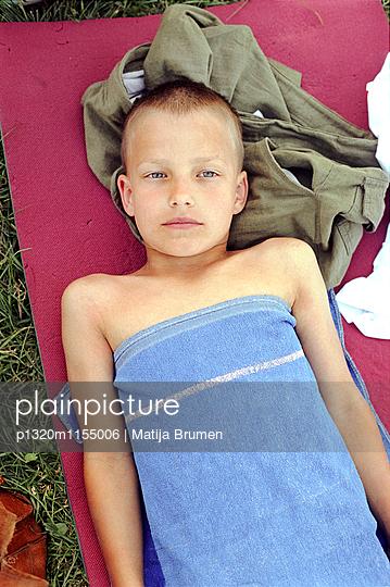 Junge im Sommer - p1320m1155006 von Matija Brumen