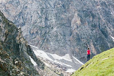 Allein vor der Felswand - p1357m1510890 von Amadeus Waldner