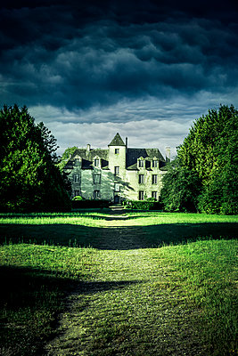 Kleines Schloß in Frankreich - p248m2126056 von BY