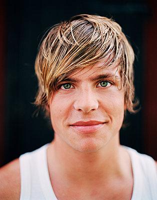 Portrait of smiling young man, studio shot - p312m970991f by Per Eriksson