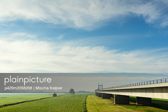 Bridge crossing  floodland and river Waal (dutch part of the Rhine) in autumn, Netherlands - p429m2058268 by Mischa Keijser