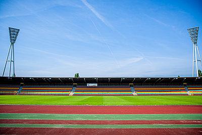 Leeres Fußballstadion, Friedrich-Ludwig-Jahn-Sportpark - p1093m2193635 von Sven Hagolani