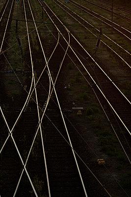 Schienen kreuzen sich - p1990327 von Oliver Jäckel