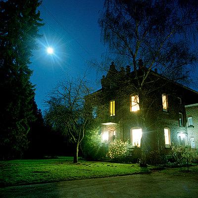 Landhaus bei Nacht - p5450026 von Ulf Philipowski