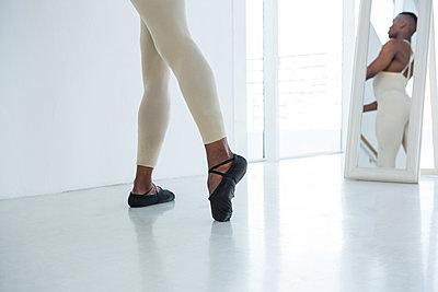 Ballerino practicing ballet dance  - p1315m1228028 by Wavebreak