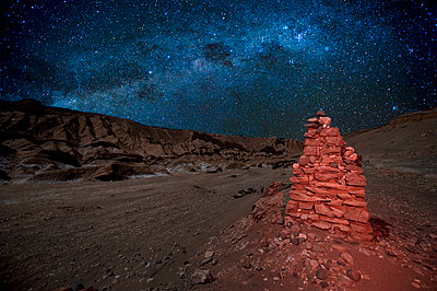 Moon Valley at night with Milky Way, San Pedro Atacama Desert, Chile - p871m2101241 by Antonio Busiello