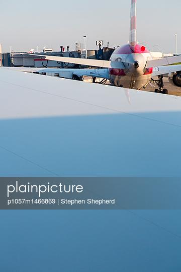 Airplanes at JFK airport New York. - p1057m1466869 by Stephen Shepherd