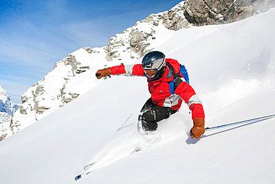 Skier in Engleberg - p3227364 by Simo Vunneli