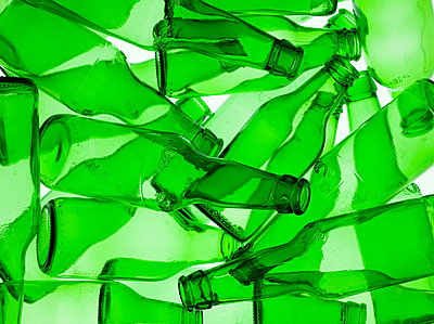 Empty green bottles - p9246224f by Image Source