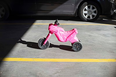 Pink bike - p310m1575017 by Astrid Doerenbruch