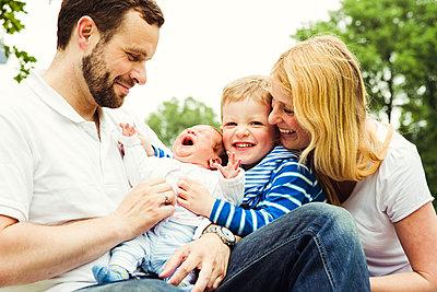Familienportrait - p904m1159686 von Stefanie Päffgen