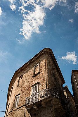 Verlassenes Haus in Italien - p081m741208 von Alexander Keller