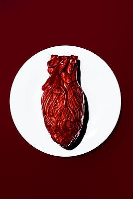 Herz auf einem Teller - p1094m1559744 von Patrick Strattner