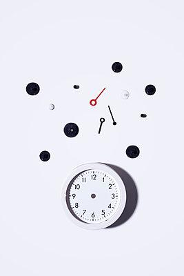 Broken clock - p1149m2280202 by Yvonne Röder