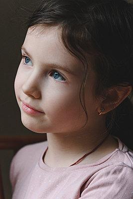 Cute blue eyed girl looking away - p300m2275107 by Ekaterina Yakunina