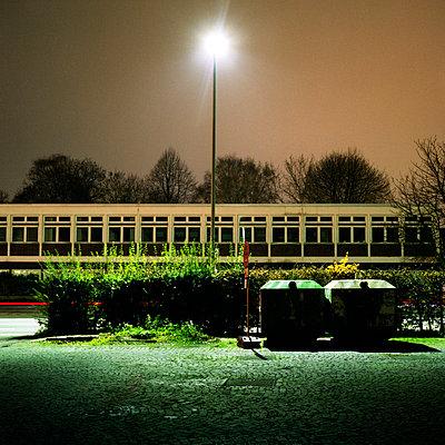 Stadtszene bei Nacht - p9790329 von Till