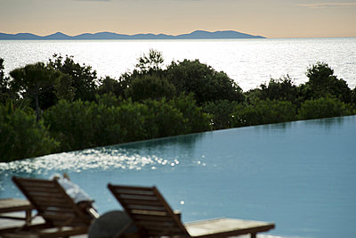 Hotel pool with view over the sea - p1041m856834 by Franckaparis