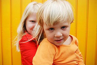 Geschwisterportrait - p2600123 von Frank Dan Hofacker
