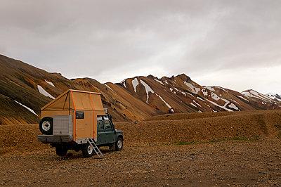 Camping in Landmannalaugar - p470m1465363 von Ingrid Michel