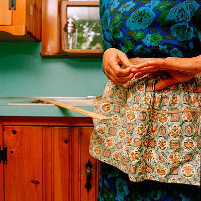 Woman Wearing Apron in Kitchen - p694m1175546 by Nancy Grace Horton