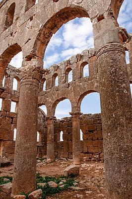 Ruinen des Mushabbak-Klosters nahe Aleppo, Syrien - p1493m2063609 von Alexander Mertsch