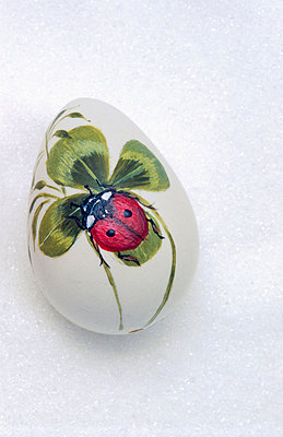 Hand painted easter egg - p8850217 by Oliver Brenneisen