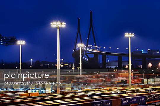Containerterminal Hamburg - p1099m1525140 von Sabine Vielmo